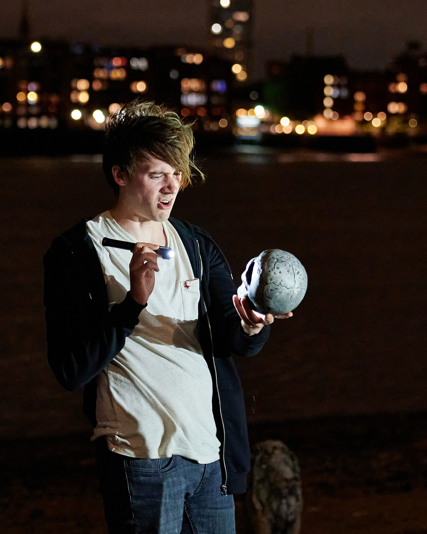 REVIEW: Hamlet on the Beach, Thames Foreshore at Rotherhithe