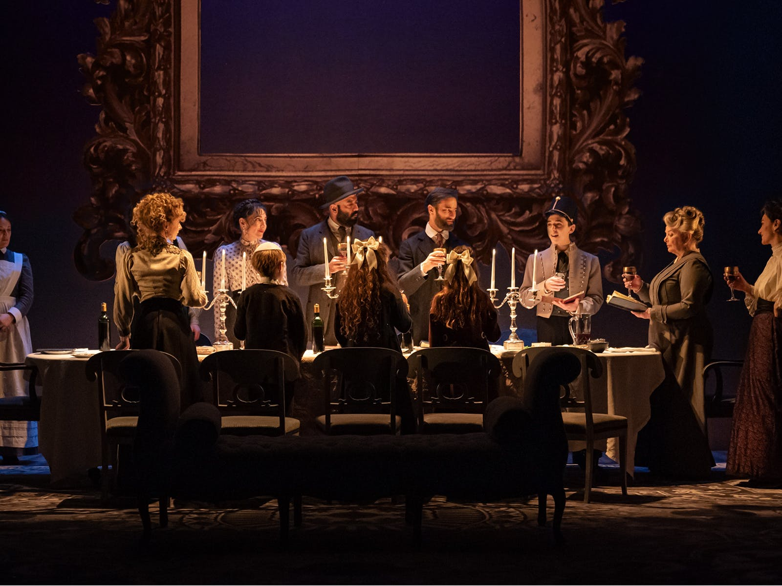 """Seder"" The cast of Leopoldstadt - Photo: by Marc Brenner"