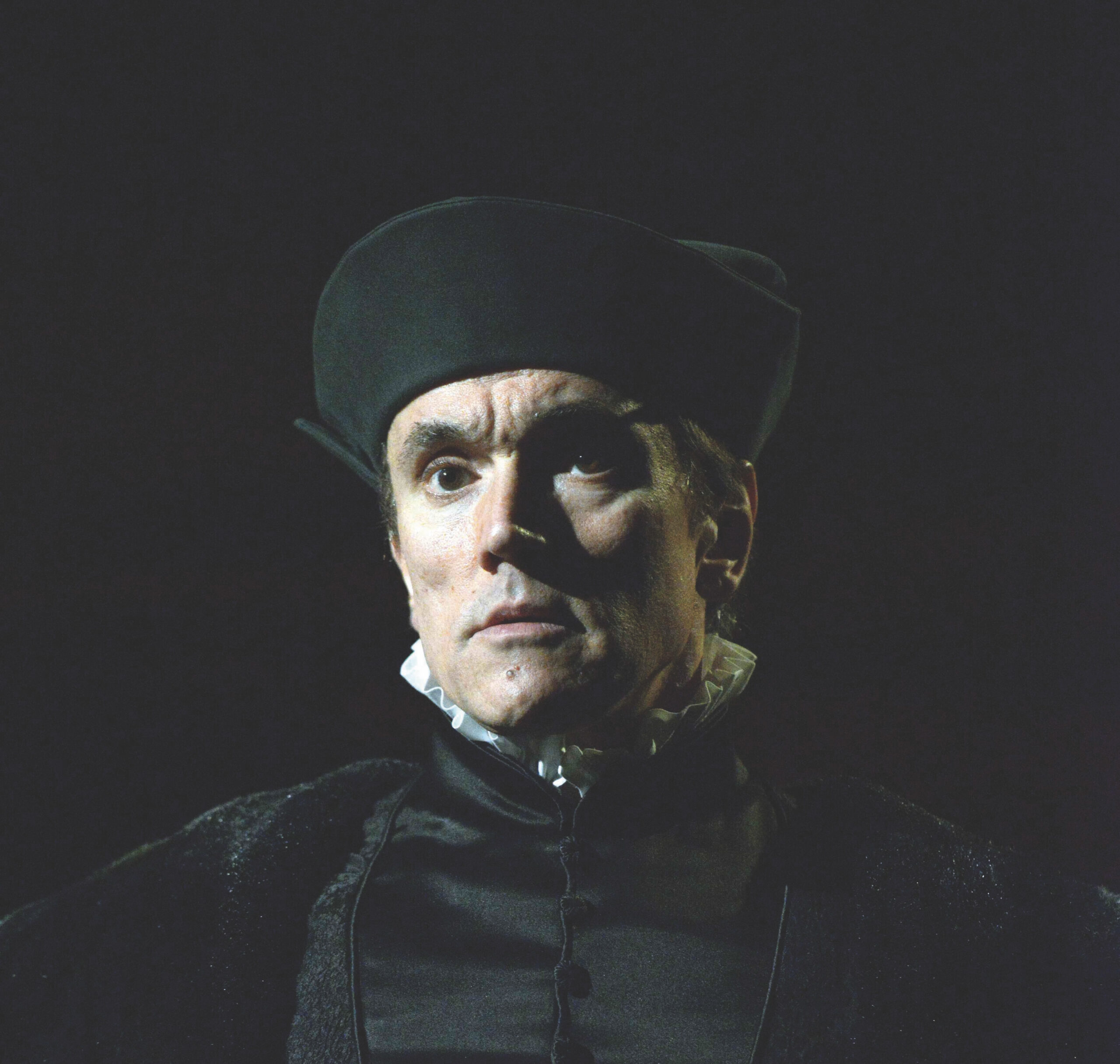 Read more about the article NEWS: Hilary Mantel's <br>WOLF HALL Final Part <br>The Mirror and the Light to preview at The Gielgud Theatre from September 2021