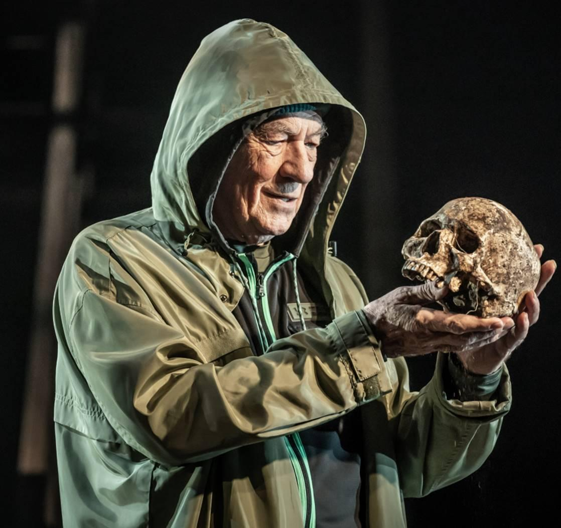 Read more about the article REVIEW: Hamlet, Theatre Royal Windsor (2021) with Ian McKellen