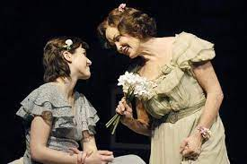 Read more about the article REVIEW: The Glass Menagerie, Apollo Theatre (2007) from our archive