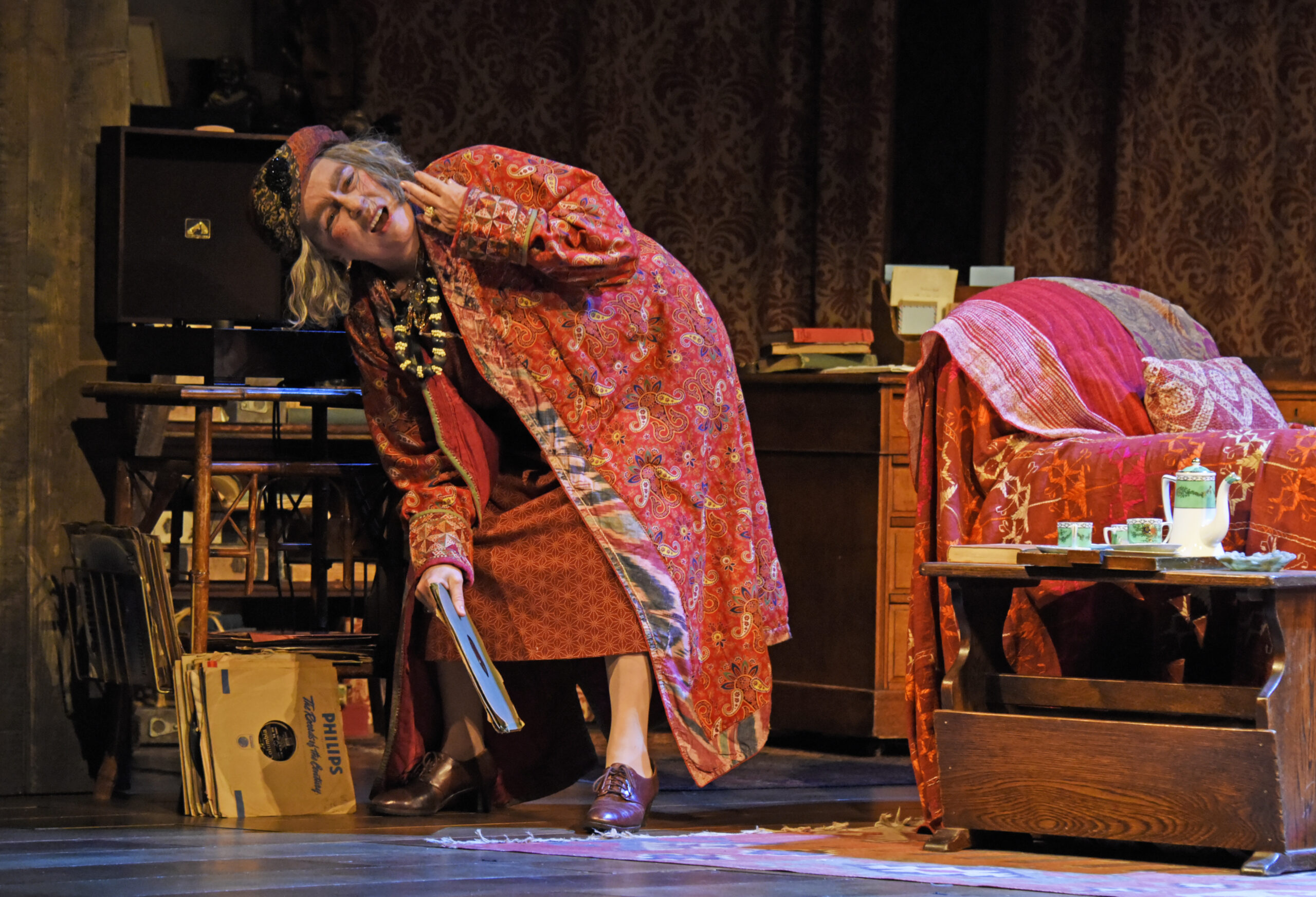 Read more about the article REVIEW: Blithe Spirit, Harold Pinter Theatre (2021)
