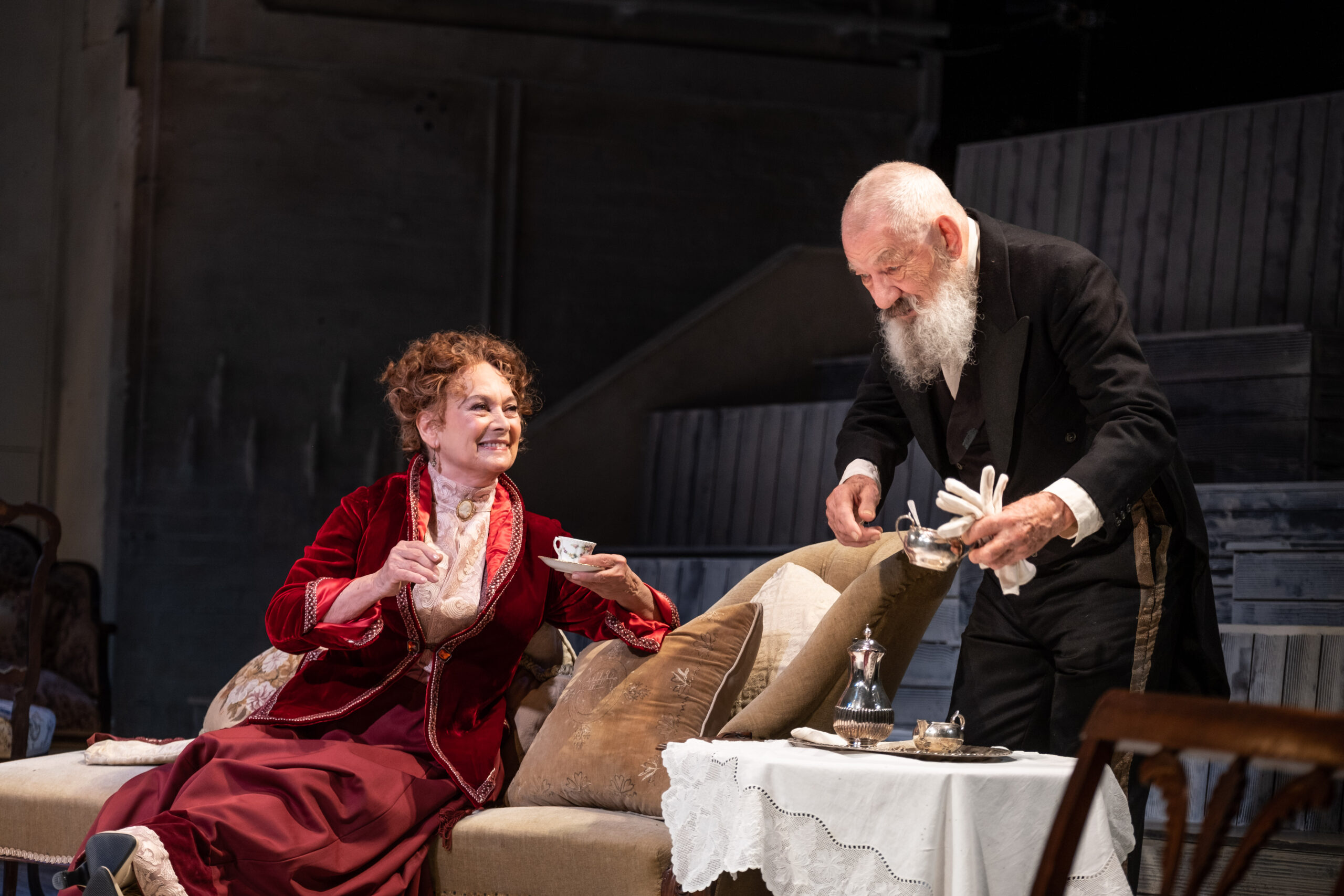 Read more about the article REVIEW: The Cherry Orchard, Theatre Royal Windsor  (2021)